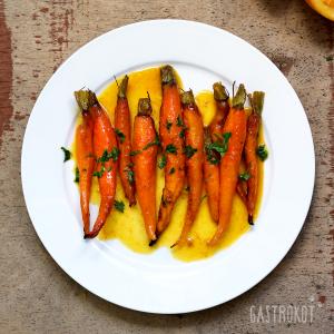 Молодая морковь, запеченная в апельсином соке